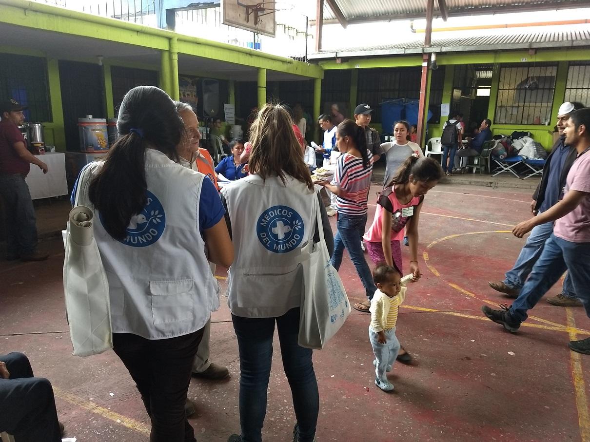 Nuestros equipos están en los albergues para apoyar a la población afectada.