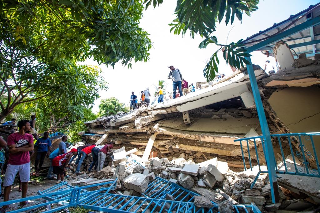 La residencia del ex senador por el Sur Jean Gabriel Fortuné, destruida por el terremoto. Se buscó a los supervivientes y encontró al ex parlamentario muerto. ©Ralph Tedy Erol