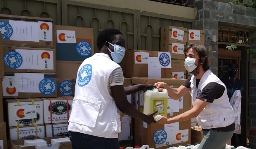 Guillermo dona material en los distritos sanitarios de Keur, Massar, Yeumbeul y Mbao, Senegal.