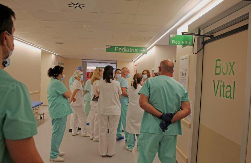 Curso de formación en prevención y control de la infección por Sars-cov2 y circuitos en el hospital de Fuenlabrada de Madrid impartido por Médicos del Mundo. © Ignacio Marín