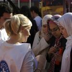 Voluntariado de Médicos del Mundo Andalucía realizando actividades de información