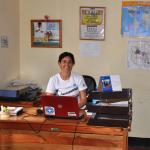 Begoña Ruiz, coordinadora de proyecto, en la oficina de Same, Tanzania.