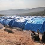 Además de la atención, Médicos del Mundo trata el agua, proporciona lonas, mantas, etc. en el campo de personas refugiadas sirias en Qah.