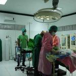 Primera cesárea realizada en el quirófano rehabilitado del hospital de Carigara.