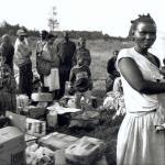 Luis Valtueña, madrileño. Murió en 18 de enero de 1997 en Ruhengeri (Ruanda). Trabajó como fotógrafo en diversos medios, entre ellos la agencia Cover. Su primera misión para el MDM fue en 1996, en Líbano.