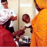 Un niño se está haciendo las pruebas de tuberculosis