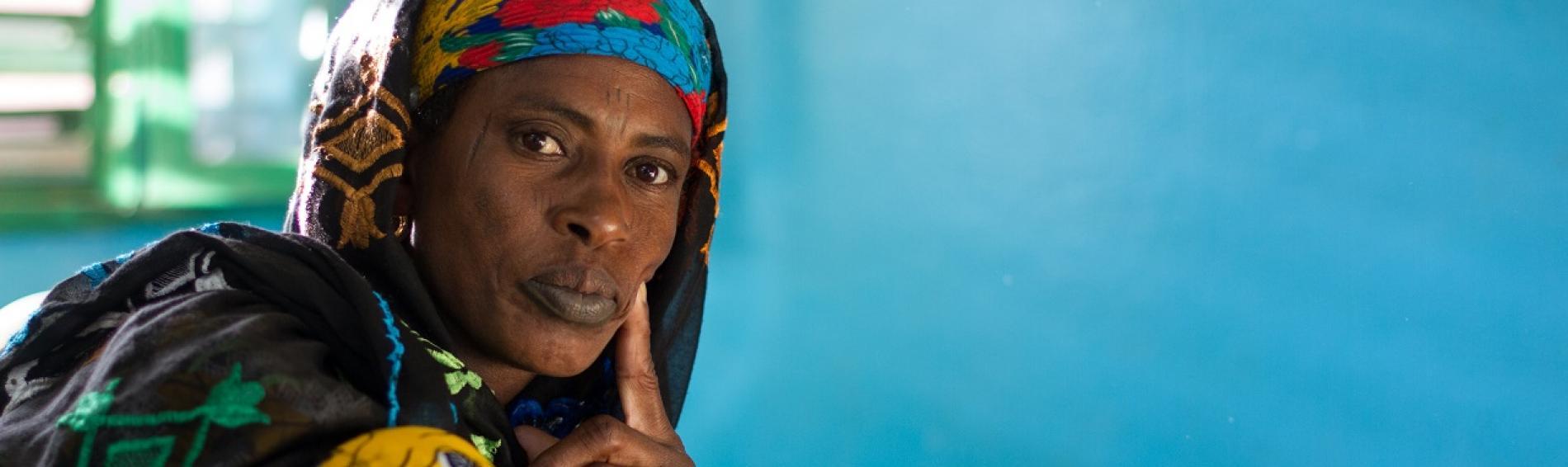 mujer de Burkina Faso junto a su hijo