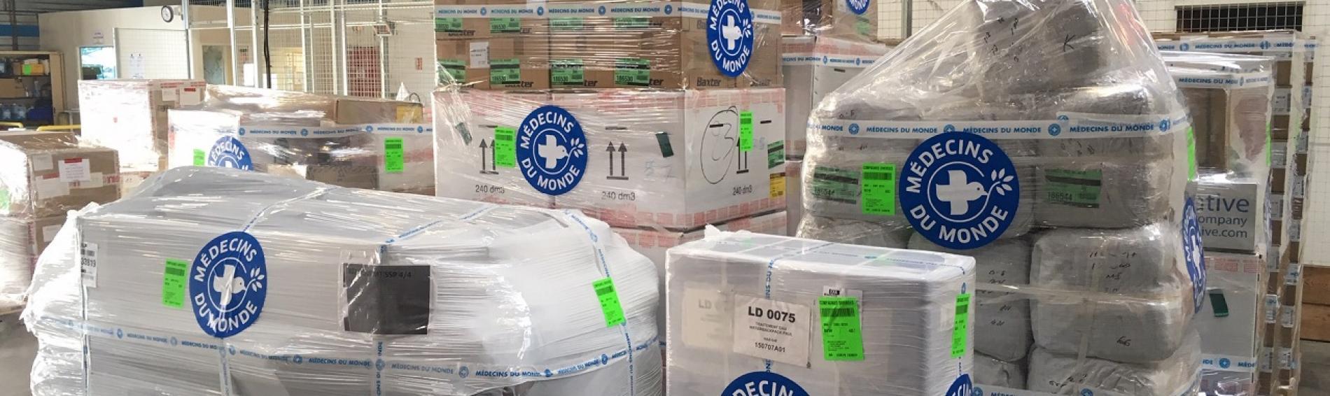 Distribución de ayuda de emergencia en desastre natural