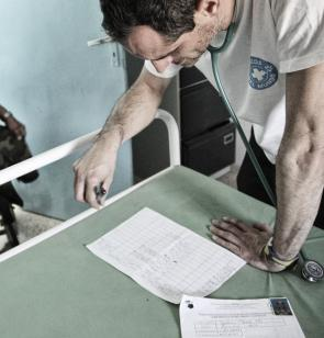 Atención en consulta médica en campamentos refugiados saharauis