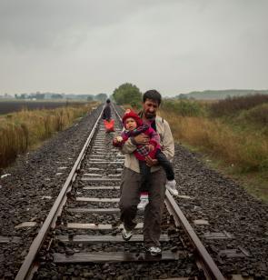 FOTO: 'Supervivientes en busca de refugio' de Olmo Calvo, premio edición XIX.