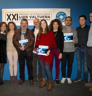 Familiares y premiados en la XXI edición del premio Luis Valtueña.