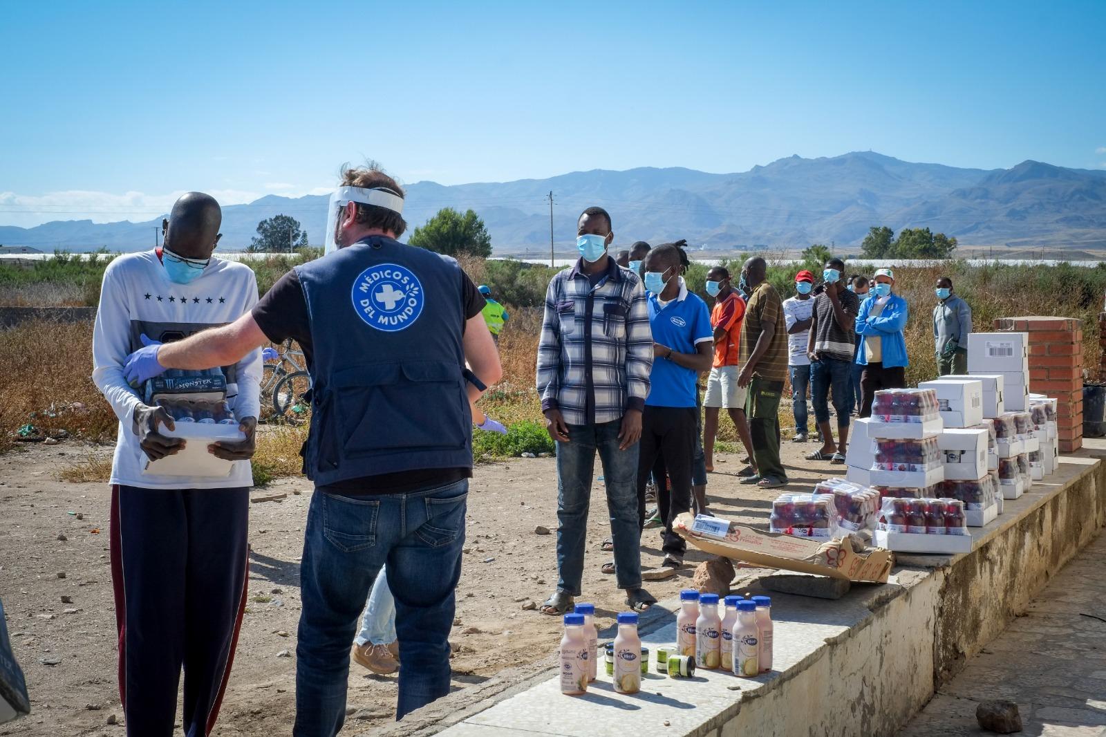 Reparto de alimentos y atención sociosanitaria en los asentamientos de Almeria durante el confinamiento. @ Fran Carrasco
