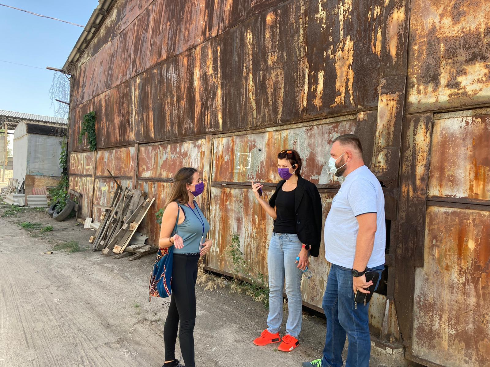Yessica y el equipo de trabajo en Severodonesk, Ucrania.